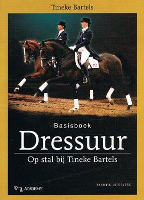 Basisboek Dressuur - Op stal bij Tineke Bartels